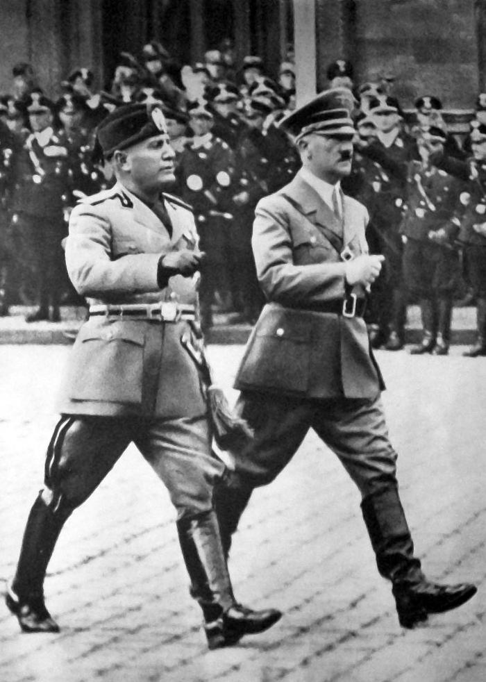 mussolini_a_hitler_-_berlin_1937